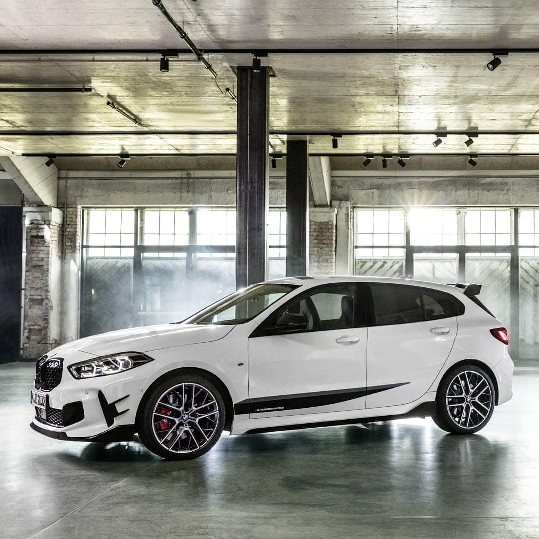 THE 1. Der neue BMW 1er mit BMW M Performance Parts zeigt seinen sportlichen Charakter auf den ersten Blick.